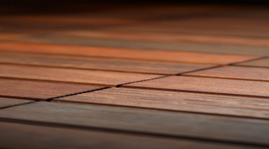 Dynasylan® SIVO 121 schützt die Holzoberfläche vor Witterungseinflüssen und reduziert den Bewuchs mit Mikroorganismen.