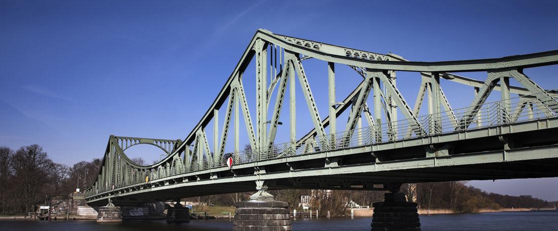 Viele Brücken werden durch den Anstrich mit Zinkstaubfarben vor Korrosion geschützt. Das Bindemittel Dynasylan® SIVO 140 macht diese Farben umweltfreundlicher und besonders leistungsfähig.