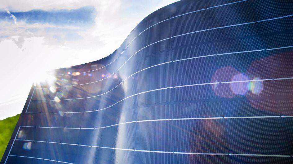 Evonik ist Teil des Projekts ReProSolar, in dem ein hocheffizientes Verfahren für das Recycling von Photovoltaik (PV)-Altmodulen entwickelt wird.