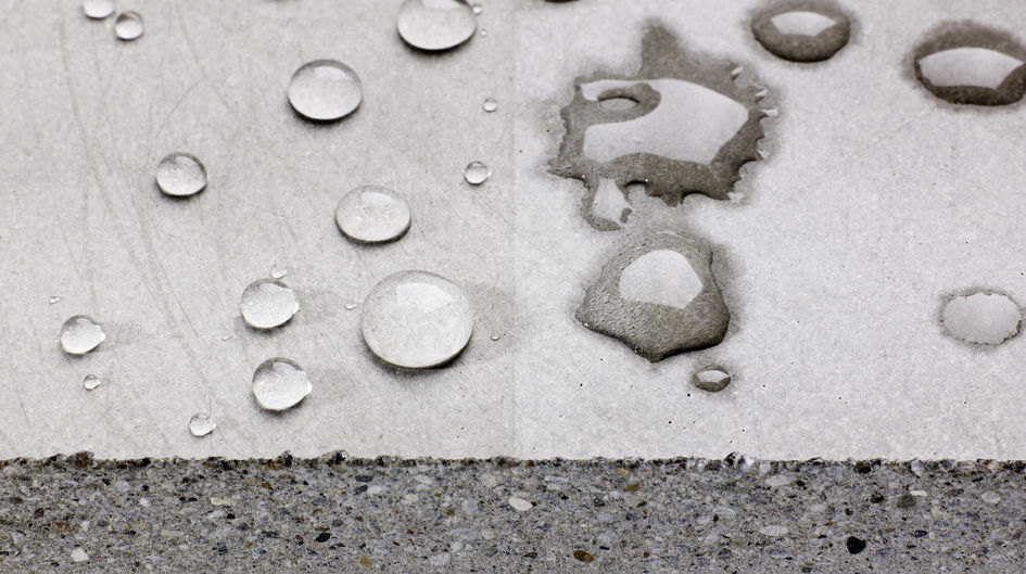 Evonik has developed a series of Protectosil® products, designed to meet the particular requirements in the area of hydrophobation. The excellent water beading effect of Protectosil® is shown on the left side.